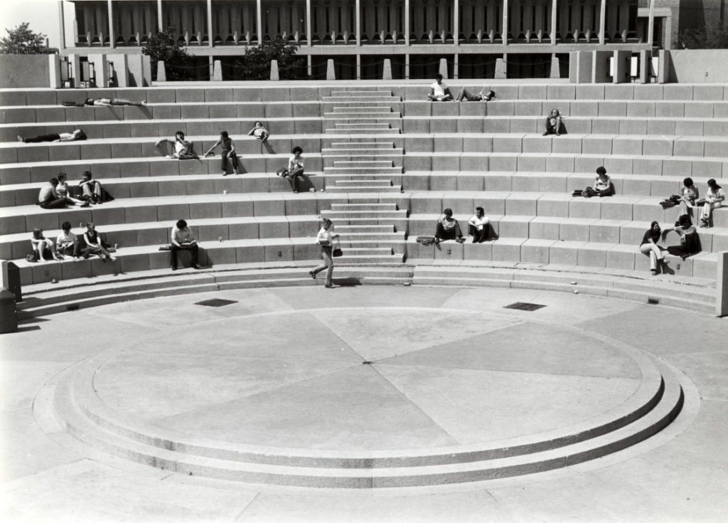 Richard J. Daley Library and Great Court